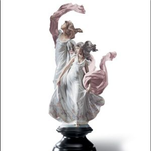 Lladro Allegory of Liberty Women Dancing Figurine